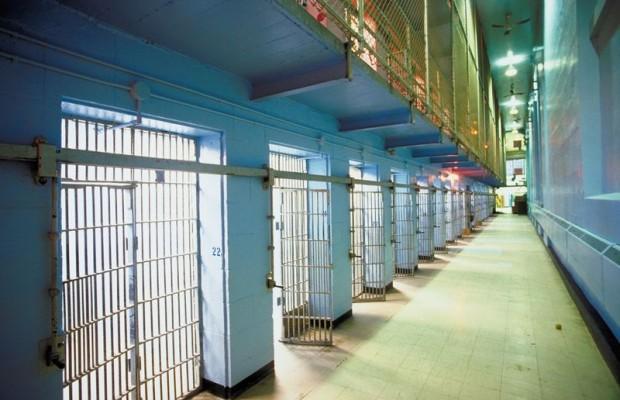 Heineman Considers Prison Reform Bill